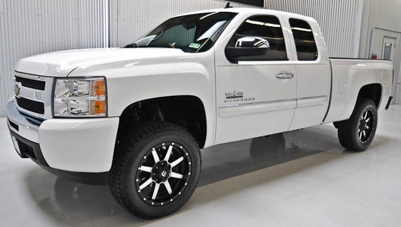 Lifted GM Trucks: 2009 Chevy 1500 Texas Edition Lifted Truck