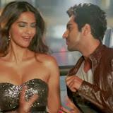 bewakoofian Sonam Kapoor Hot Bikini Stills  (1)