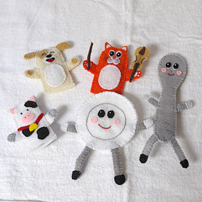 Hey Diddle Diddle felt finger puppets handmade by Joanne Rich.