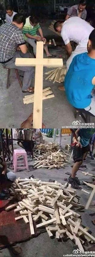 Enquanto o governo chinês tira as cruzes pela força, os cristãos colocam mais cruzes por toda parte.