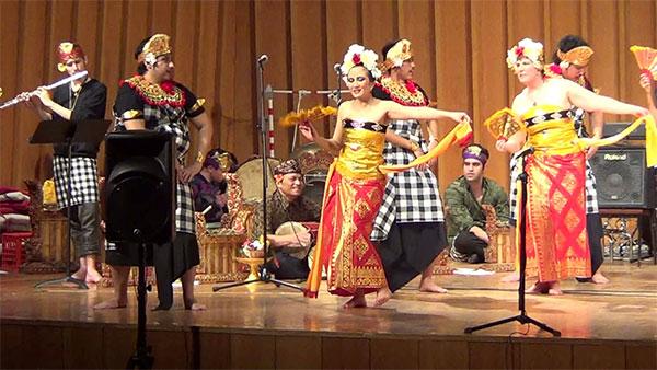 Tari Janger - Drama Tari Bali
