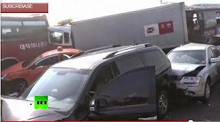 Un choque de mas de 100 autos en un puente deja muertos
