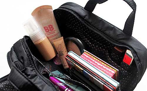 7 Productos de maquillaje imprescindibles en tu neceser de viaje