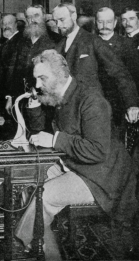 Alexander Graham Bell, primera llamada telefónica.