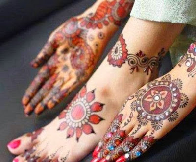 Brides unique patterns for hands