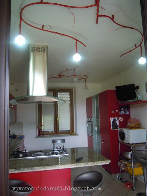 Vivere a piedi nudi living barefoot design da idraulici come illuminiamo la cucina - Punti luce in cucina ...