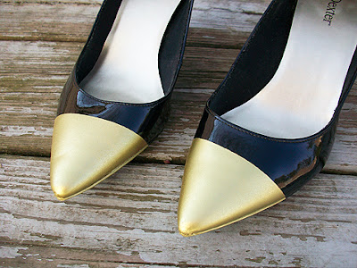 Metallic cap toe pumps