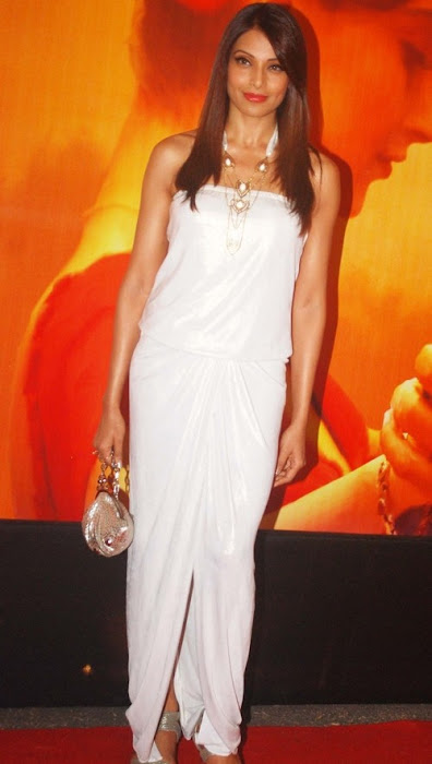 bollywood celebrities at mausam premier hot photoshoot