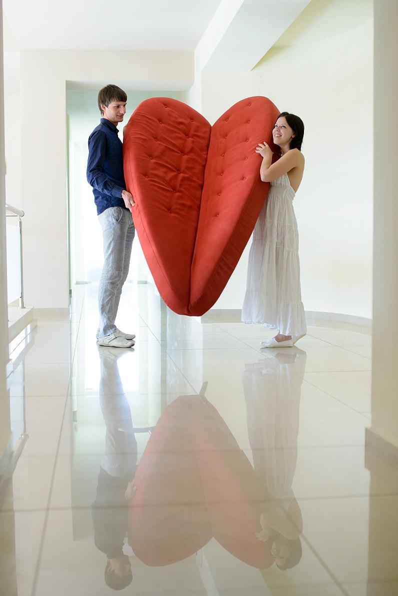 didelė raudona sofa - širdis viešbutyje Chrispy Deluxe Wing