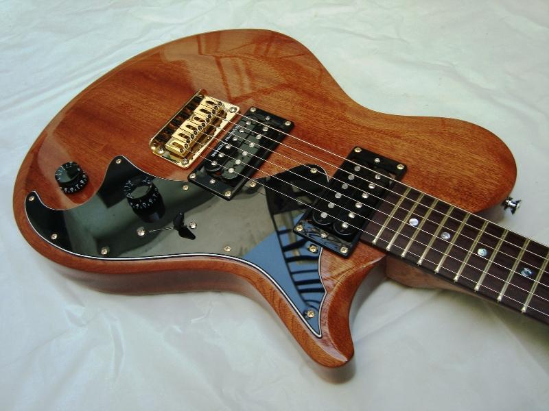 Pablo lojo luthier guitarra el ctrica lojo modelo rosa for Guitarras de luthier
