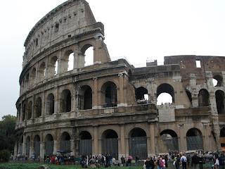 Coliseo Romano, del siglo I, en él se ofrecían luchas de gladiadores, juegos y espectáculos.