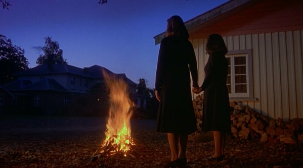 real story in heavenly creatures by peter jackson It's peter jackson's heavenly creatures,  this is a horrifying story,  one of the girls grew up to be a crime writer in real life.