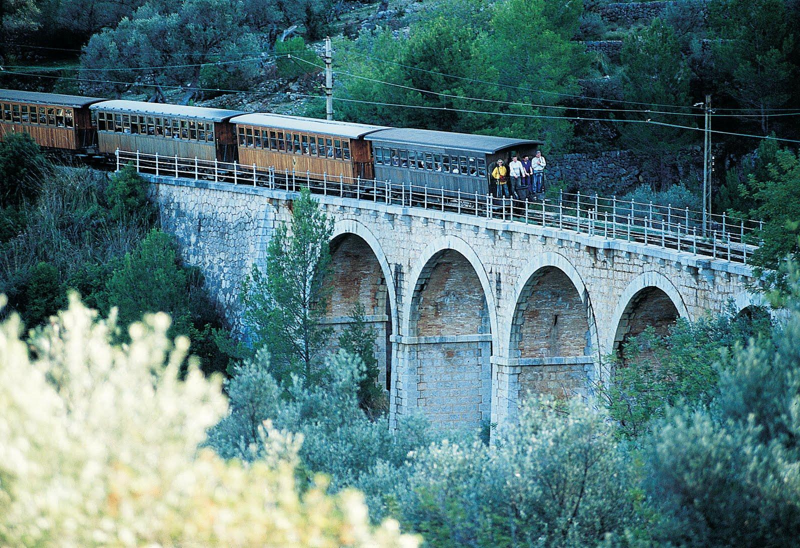 http://2.bp.blogspot.com/-L4NkphUOcg4/Tj18Xlk4dPI/AAAAAAAAAE8/KCwWv7rx4pc/s1600/Palma+Soller+train.jpg
