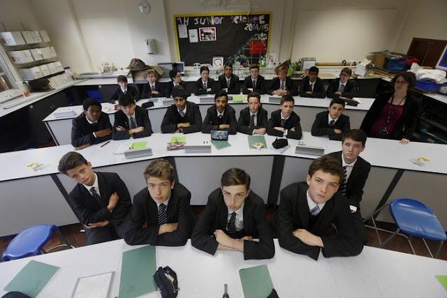 Dünya Okullarından 19 Sınıf 19 Öğretmen ve Öğrencileri