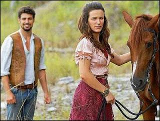 A saia da personagem da novela Cordel Encantado da Rede Globo é feita em renda Nhanduti