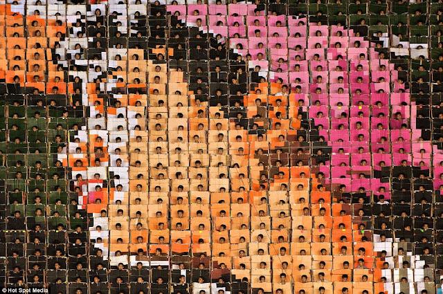 مستحيل يكونوا بشر عاديين North-Koreas-mass-games+10