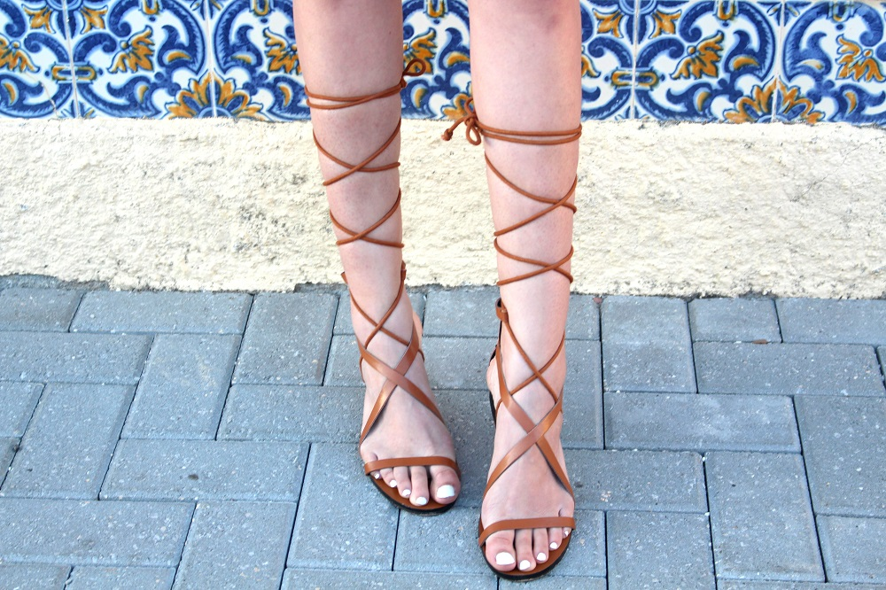 peexo fashion blogger wearing lace up sandals