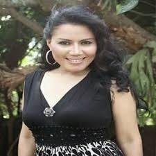 Biodata dan Foto Terbaru Penyayi Rita Sugiarto