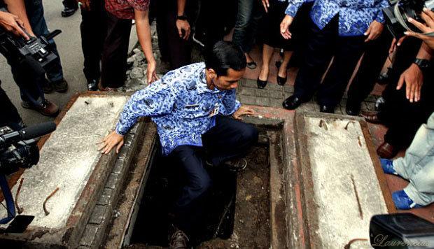 Video dan Foto Jokowi Masuk ke Gorong-gorong Bundaran HI - Laurencius