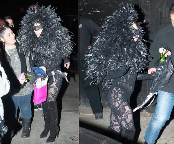 Gaga meet their fans at new york wearing a black lace costume with a face mask.
