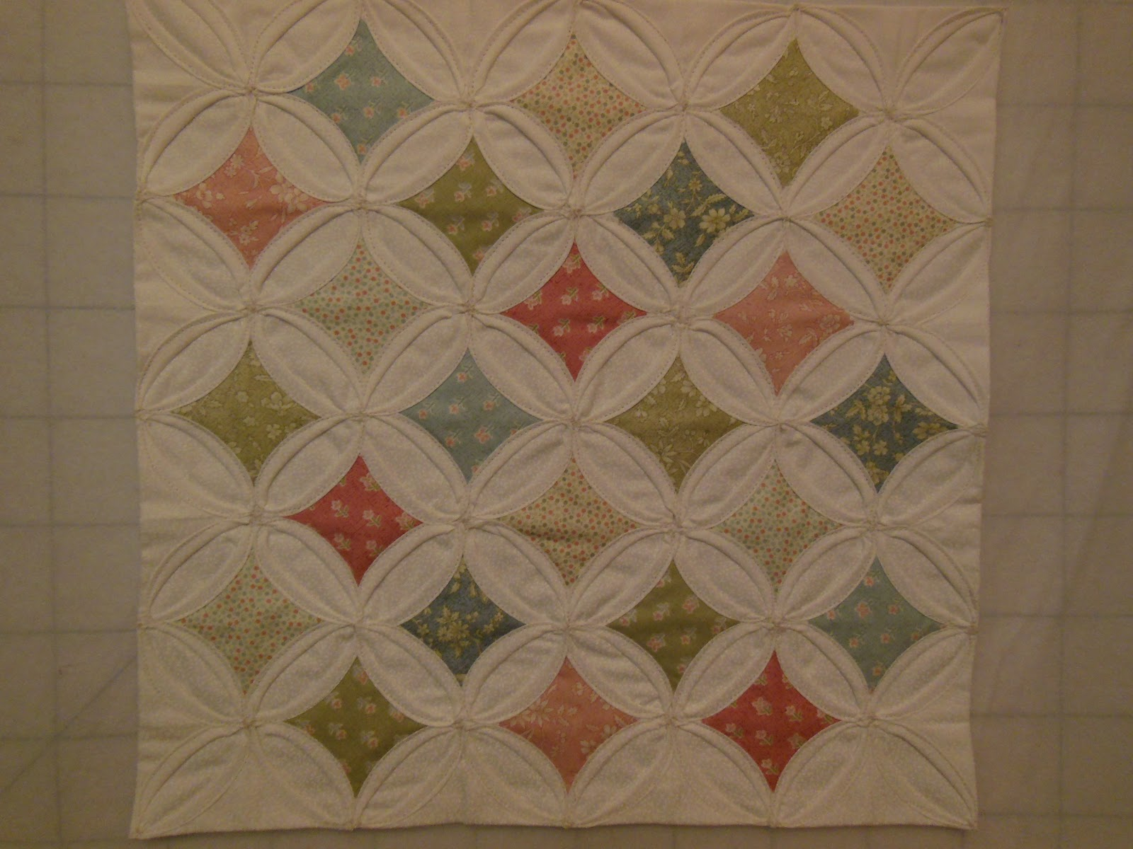 Mistress of quilts qal 3 cathedral windows for Window quilt