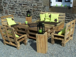 Attractive Pallet Garden Furniture, Is A Great Eco Friendly Way To Create Diy Out Door  Furniture That Will Also Be A Conversational Piece.