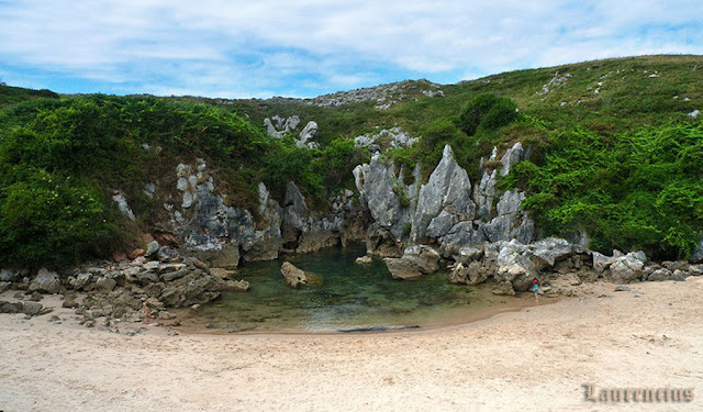 Foto-Pantai-Playa-de-Gulpiyuri_5