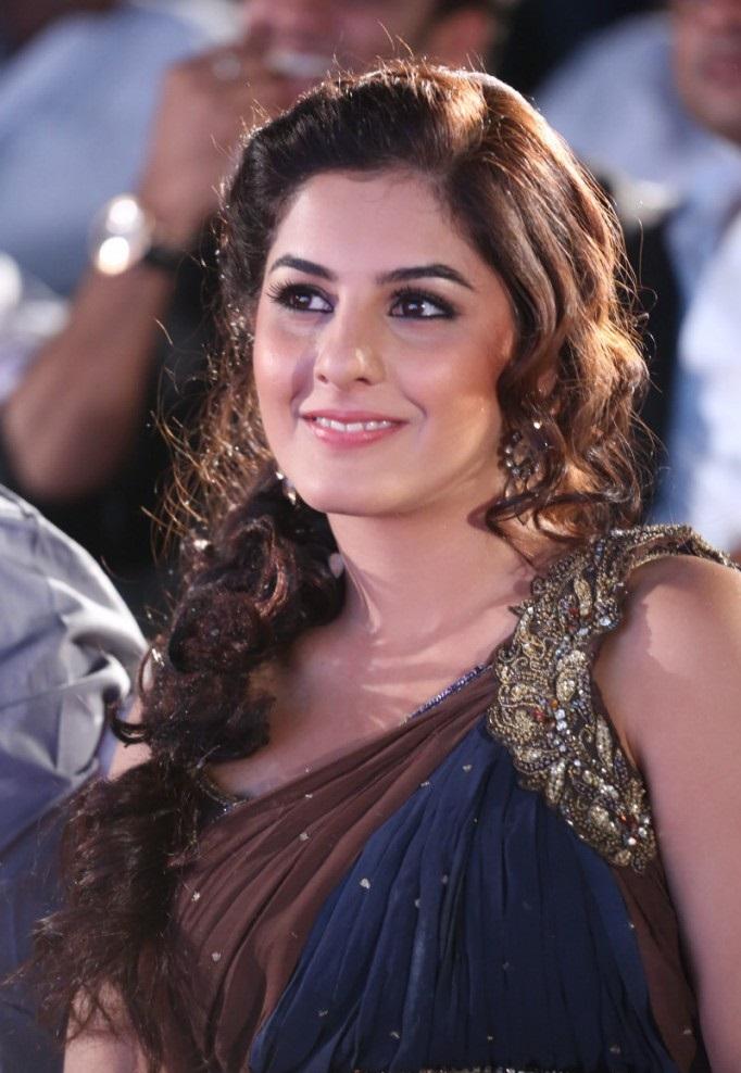 stylish and winning Isha talwar gunde jaari gallanthayyinde actress heroine cute photos