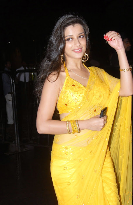 madhurima saree from santhosam awards, madhurima spicy photo gallery
