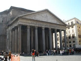 Panteón de Agripa, templo circular dedicado a todos los dioses.