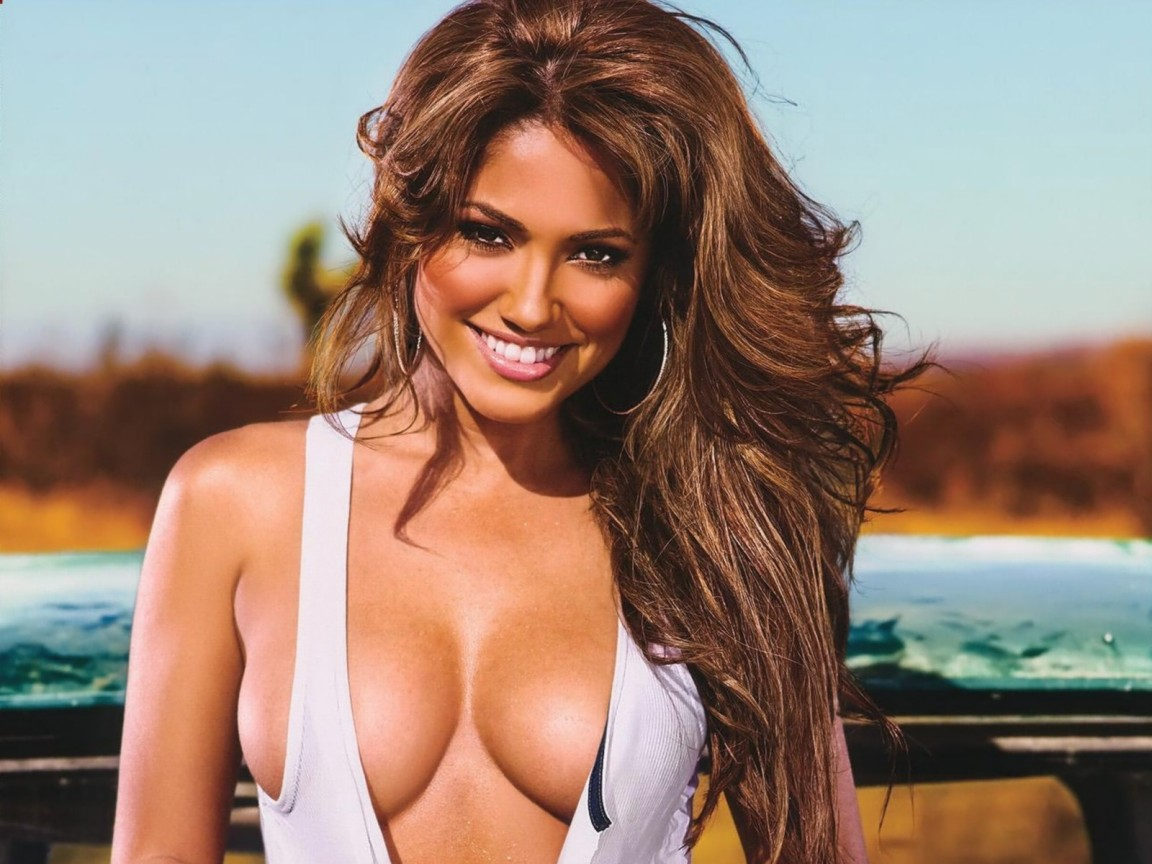 Jessica Burciaga is a hot model who looked hot pictures in swim wear