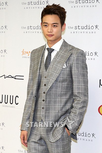 Shinee Minho Seoul Fashion Week 130326 -2