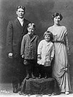 Reagan-family-portrait-Ronald-is-2-years-old
