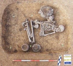 Un Gay en la Prehistoria muerto