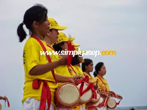 Falun Dafa atau Falun Gong sedang berlatih di Sanur Bali, 2008