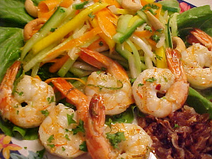 Salade de crevettes Thae  la mangue,  la lime, sauce  l&#39;ail