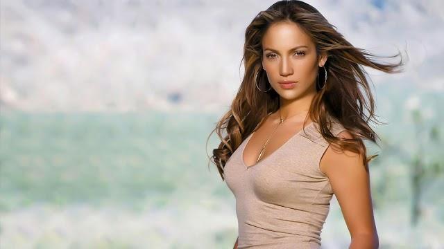 Jennifer Lopez Hot Cleavage wallpaper