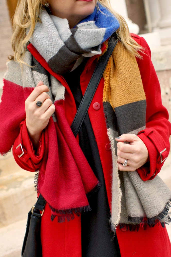 how to wear an oversized blanket scarf