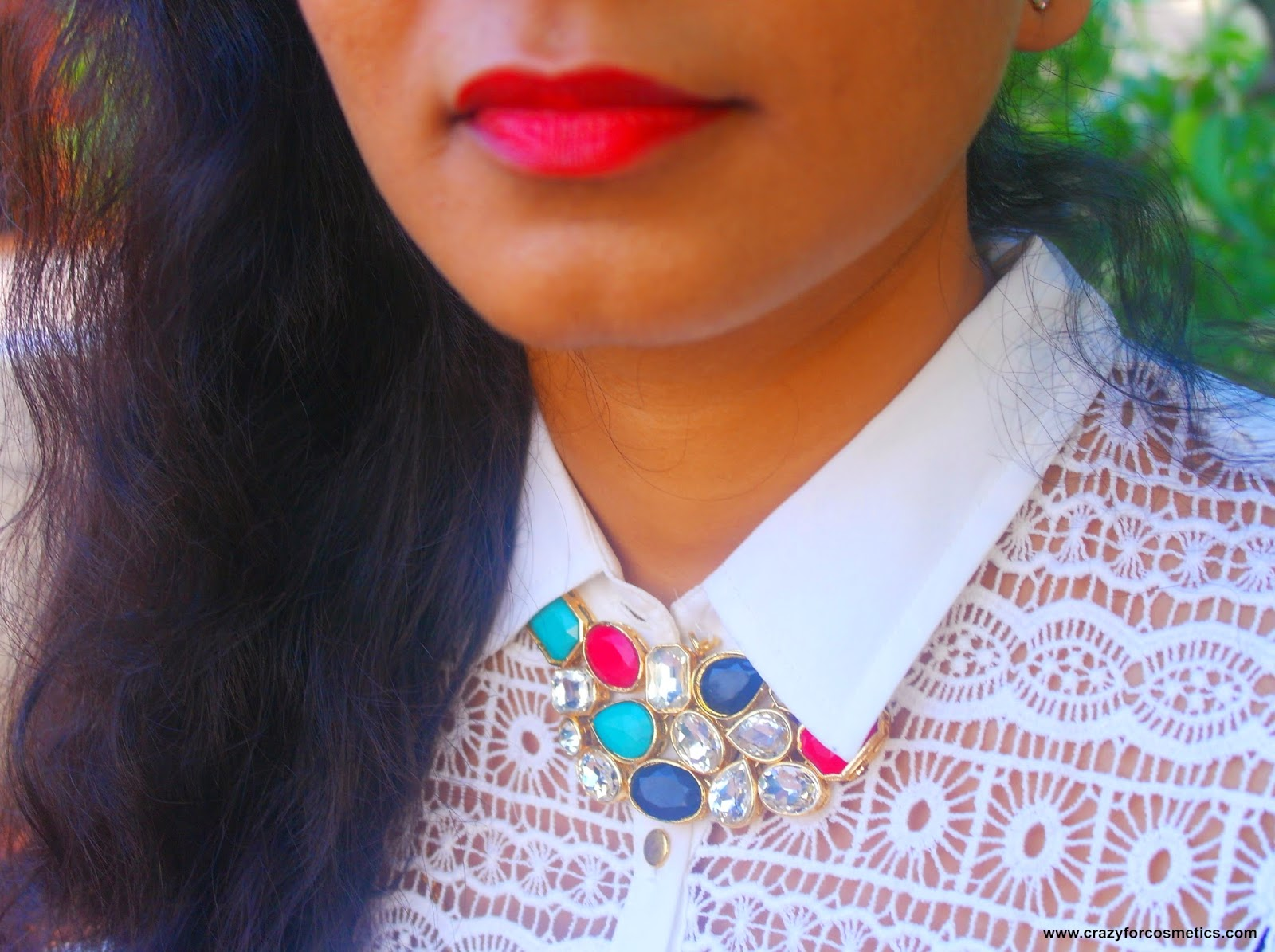different ways of wearing statement necklaces