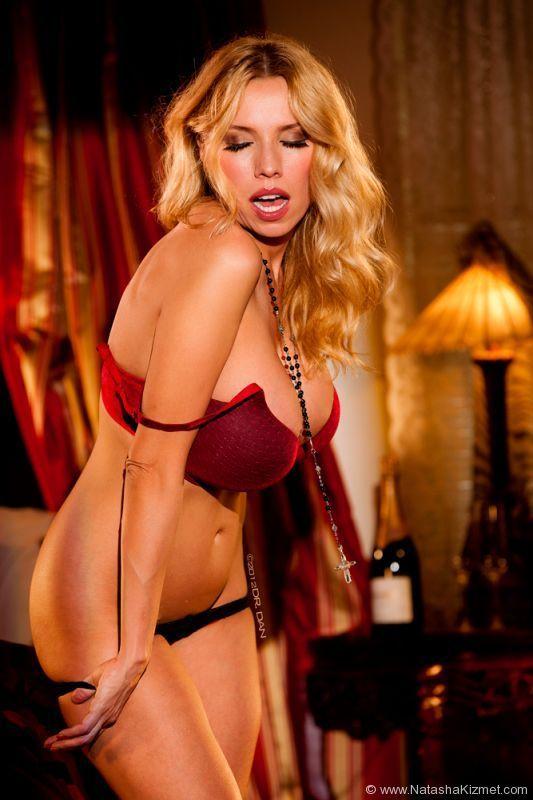 sexy brazilian babe nude