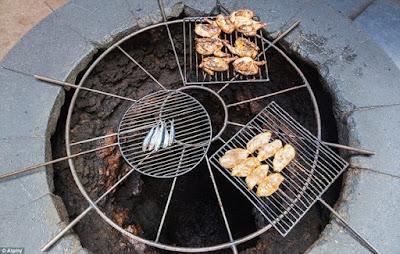 Nhà hàng nướng thịt cá từ núi lửa (Bảo Hiểm Du Lịch Quốc Tế)
