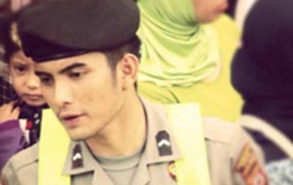 kumpulan foto cool polteng polisi ganteng polwan cantik polcan poltik ngewe anak smp cerita Bokep 3gp