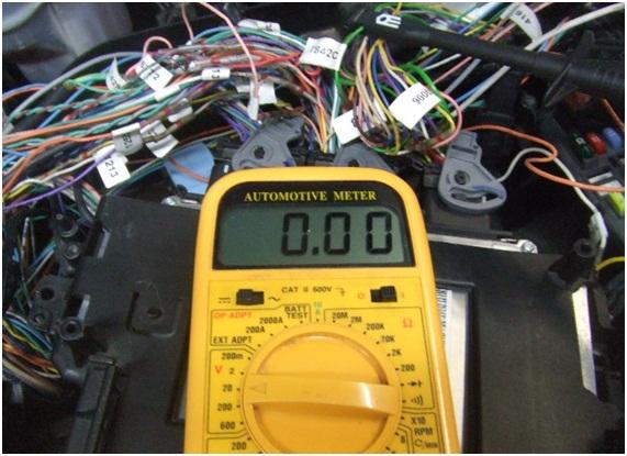 """Señal de tensión incorrecta durante la prueba señal """"wake up"""" en la Unidad Control Motor"""
