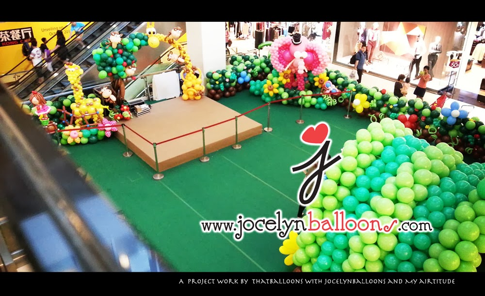 Miss Jocelyn - Singapore Balloon Artist. Balloon twisting