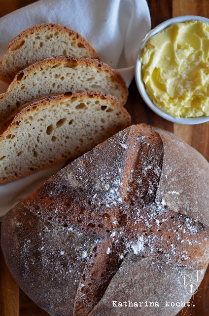 San Francisco Sourdough Bread helles Sauerteigbrot aus Dinkelmehl mit selbstgemachter Butter