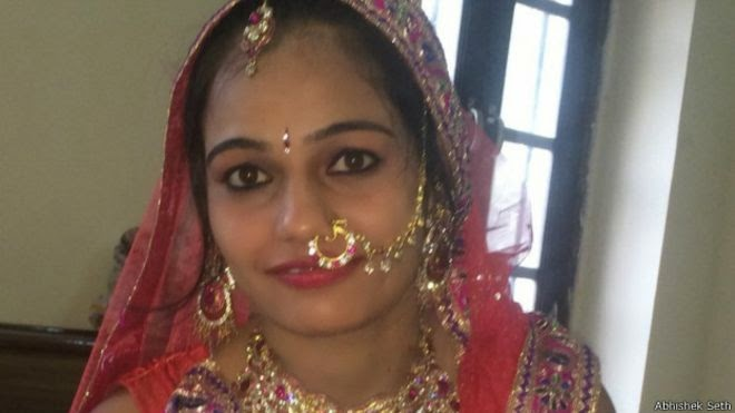 Beautiful Pakistani Newly Married Housewife New Photos