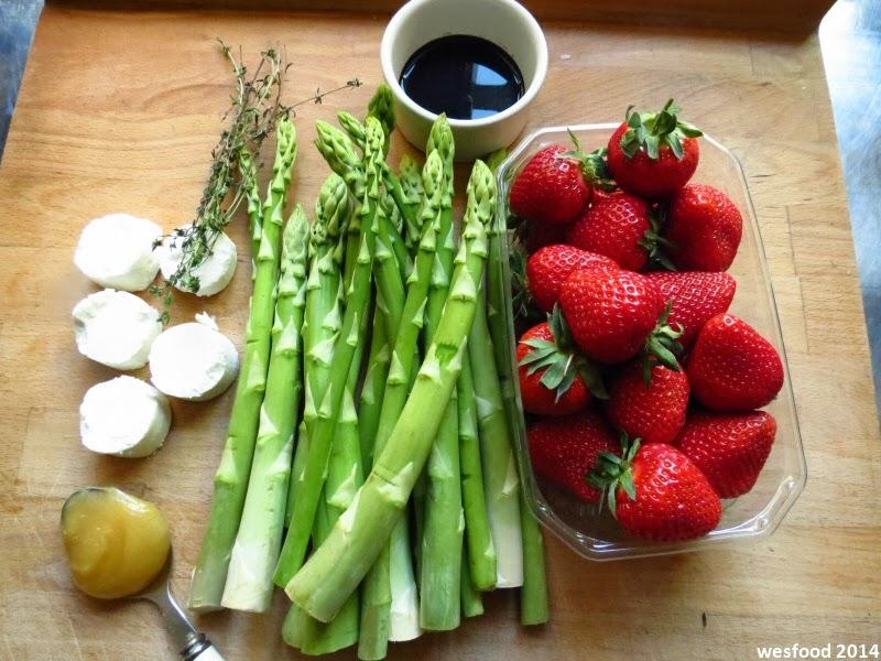 wesfood spargelsalat mit erdbeeren und ziegenfrischk se. Black Bedroom Furniture Sets. Home Design Ideas