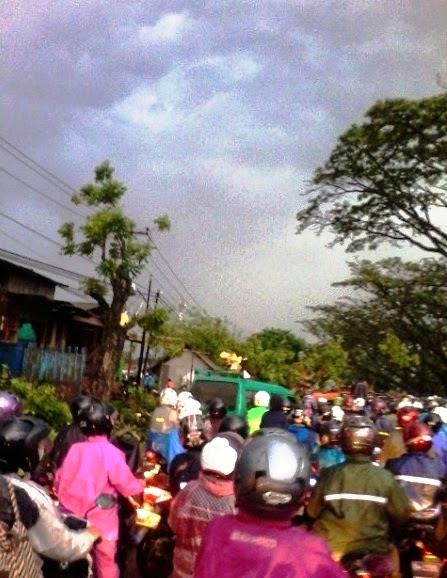 Hujan Angin Sapu Bandung Timur, Pohon Tumbang, SPBU Rusak