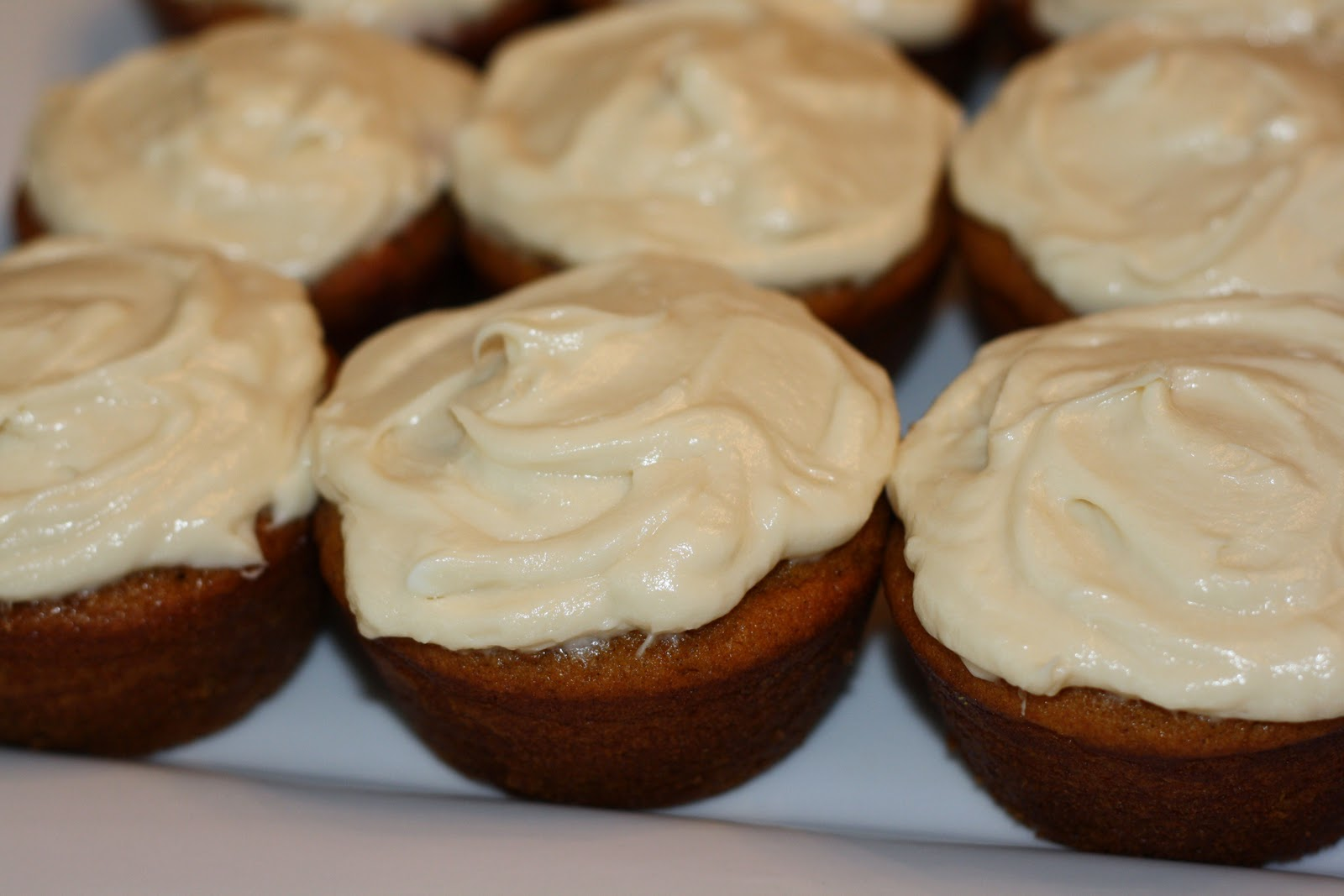 sunday sweets: pumpkin cupcakes with cream cheese frosting
