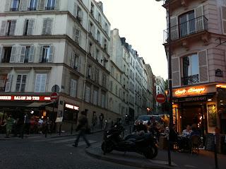 chope, crepe, Montmartre, Paris,